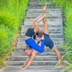 yoga partner poses friends, yoga couple challenge,partner acro yoga,yoga friends,partner yoga challenge @lukegraeber Acro Yoga Poses, Partner Yoga Poses, Partner Dance, Health Education, Physical Education, Two People Yoga Poses, Yoga Posses, Gymnastics Tricks, Yoga Friends