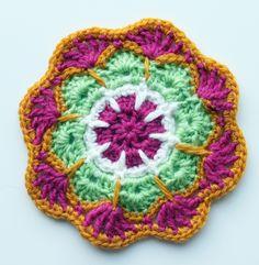 Crochet mandalas  Ristiin rastiin: Värikkäitä virkattuja ympyröitä
