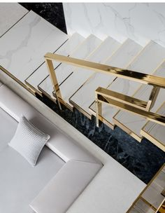 How to choose and buy a new and modern staircase – My Life Spot Stair Railing Design, Home Stairs Design, Interior Staircase, Staircase Railings, Modern House Design, Interior Architecture, Staircases, Luxury Home Decor, Luxury Interior