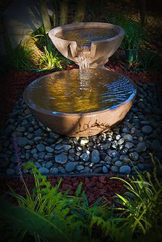 DIY water fountain - rain chain (or gutter) to flow into it and funnel down to the cistern Fountain Head, Diy Water Fountain, Diy Garden Fountains, Pond Fountains, Water Pond, Solar Water, Outdoor Water Features, Water Features In The Garden, Backyard Landscaping