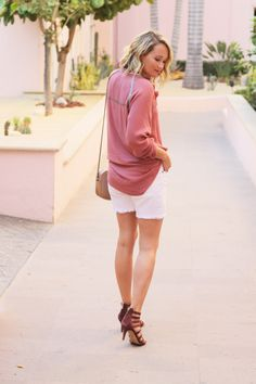 Parker and Smith long white shorts, blush toned blouse @thestyleeditrix
