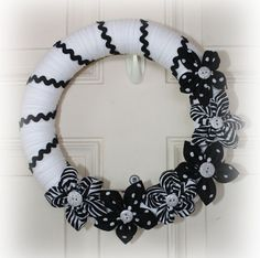 Black and White Yarn Wrapped Wreath with by DazzlingDoorDanglers on Etsy