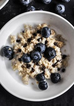Chocolate Chip Blueberry Breakfast Quinoa | howsweeteats.com