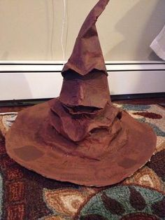 Harry Potter This sorting hat would be the perfect prop for your Halloween party this year! - Create the infamous sorting hat from Harry Potter . Use it as a party prop for your themed party or for next years halloween costume! Baby Harry Potter, Harry Potter Baby Shower, Harry Potter Sombrero, Chapeau Harry Potter, Harry Potter Fiesta, Harry Potter Party Games, Harry Potter Thema, Harry Potter Sorting Hat, Harry Potter Classroom