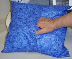 Sewing Cushions FREE directions to sew envelope back pillow covers - Make your own throw pillow covers that are simple to sew, removable and washable for a home-decorating change without buying new pillows. Making Throw Pillows, How To Make Pillows, Beige Couch, Sewing Pillows, Diy Pillows, Shirt Pillows, Pillow Slip Covers, Pillow Cases, Book Pillow