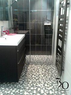 #batiorient propose un sol de salle de bain en mosaïque ronde blanc gris noir Code articles : PIMI09