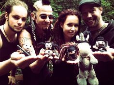 You might think we're BIG…But actually we're just a very small band;)picture by Sicphyd…crocheted mini OMNIA & mr.Fluffy byVe Rena(from Auhagen)