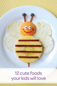 When your plate is smiling at you, it's hard not to want to dig in! These 12 cute kids' snack ideas will have them trying new foods and shedding picky eating habits in no time. See how you can encourage your toddler to try new foods with these kid-friendly meals!