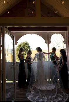 Flotte bryllupslokaler kun fem minutter fra Bergen sentrum. Bergen, Eid, One Shoulder Wedding Dress, Wedding Dresses, Bride Dresses, Bridal Gowns, Wedding Dressses, Bridal Dresses