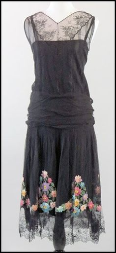era black silk and lace overlay drop-waist dress, with a ruched waist and floral embroidery at the bottom of the skirt. 20s Fashion, Art Deco Fashion, Timeless Fashion, Vintage Fashion, Fashion Design, 1920s Evening Dress, 1920s Dress, Evening Dresses, Flapper Dresses