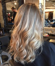haar verven Balayage Nine Elms is the hair colouring technique that provides you with soft, sun-kissed natural looking highlights Blonde Hair Looks, Honey Blonde Hair, Blonde Hair Colour, Blonde Long Hair, Beautiful Blonde Hair, Dyed Blonde Hair, Medium Blonde, Hair Medium, Natural Looking Highlights