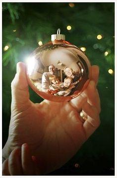 Oh, oh, oh ! Cette année, c'est décidé : on envoie des cartes de Noël faites maison, avec une photo de famille. Voici des conseils et de l'inspiration!