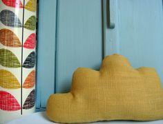 Petit+nuage+en+lin+moutarde+grisé,+à+poser+ou+à+suspendre+:+Accessoires+de+maison+par+le-bazar-creations