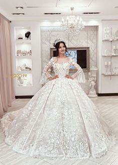 Stunning Sweetheart Wedding Gown with Mid-Sleeves - Wedding Dresses, Rings, and Other Ideas - Princess Wedding Dresses, Dream Wedding Dresses, Gown Wedding, Beautiful Wedding Gowns, Beautiful Dresses, Bridal Robes, Bridal Dresses, Vogue Wedding, Quinceanera Dresses