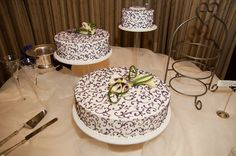 Our multi-tiered cake. (Photos by Foto Bella Photography 2012)