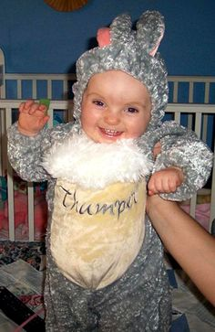 Your Kids' Best Halloween Costumes! Funny Toddler Costumes, Cute Kids Halloween Costumes, Toddler Humor, Funny Outfits, Celebrity Moms, Cute Photos, Little Ones, Holidays, Celebrities