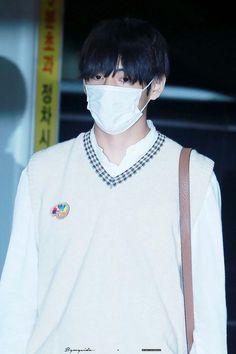 100919 at Incheon Airport 💜 Daegu, Bts Bangtan Boy, Jimin, Hoseok, Namjoon, Bts Official Light Stick, Incheon, Bulletproof Boy Scouts, V Taehyung