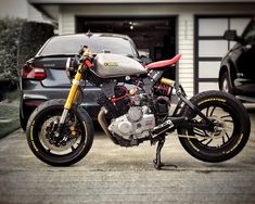 Rad #yamaha #xs400 build from @l_i_u_c . -—----------------------- Tag #caferacerporn @caferacerporn or email your cafe racer related…