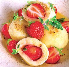 jahodové knedlíky Polenta, Strawberry, Fruit, Vegetables, Food, Essen, Strawberry Fruit, Vegetable Recipes, Meals