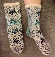 Suomi on miljoonien villasukkien maa – kuvaa meille omasi Knitting Socks, Knit Socks, Mittens, Fashion, Breien, Fingerless Mitts, Moda, Fashion Styles, Fingerless Mittens