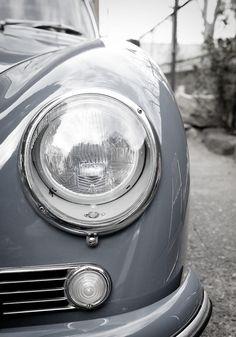 vintage gray car/peterfischt