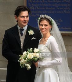 Bride Sarah Armstrong-Jones daughter of Britain's Princess Margaret and Lord Snowdon with her groom Daniel Chatto after their wedding at St Stephen Walbrook in the City 14 July 1994. Many members of the British Royal Family attended the ceremony. (FILM)  (Photo credit should read ADRIAN CLACK/AFP/Getty Images)