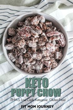 Keto Mint Chocolate Strawberry Fat Bomb are dairy free, peanut butter free and gluten-free. It makes the perfect snack and dessert. Keto Friendly Desserts, Low Carb Desserts, Low Carb Recipes, Free Recipes, Diet Cheesecake Recipe, Low Carb Cheesecake, Keto Snacks, Snack Recipes, Dessert Recipes