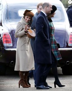 Exclusif - Meghan Markle et le prince Harry avec le prince William et la duchesse Catherine de Cambridge, enceinte, à la sortie de la messe de Noël en l'église Sainte-Marie-Madeleine à Sandringham, le 25 décembre 2017.