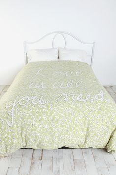 If I didn't already have an awesome comforter, I would insist on buying it.