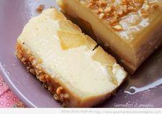 terrine fondante pommes caramel ( 4 pommes 1 cuil de fécule lait beurre salé 6 oeufs sucre morçeaux et poudre ) servir frais