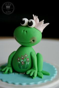 sweet little frog topper - by IcedByKez @ CakesDecor.com - cake decorating website