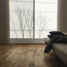 本当に必要なモノ達と暮らす〜余白のある空間づくりが快適さを生み出す家___omalさんのおうちを探索! | ムクリ[mukuri] Nordic Design, House Design, Flooring, Interior, Room, Home Decor, Hallways, Pranks, Braid