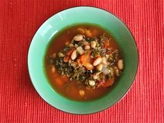 White Bean & Kale Soup by edible-europe: 30 minutes! #Soup #Kale #Healthy #Nutritious#White_Bean #edible_europe