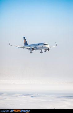 """Lufthansa Airbus A320-214 D-AIZS """"Seeheim-Jugenheim"""" on final approach to Oslo-Gardermoen, January 2015. (Photo: Jorgen Syversen)"""