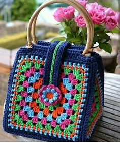 Crochet Bag Vintage Purse Patterns Ideas For 2019 Crochet Handbags, Crochet Purses, Knitting Designs, Knitting Patterns, Easy Knitting, Straight Edge, Granny Square Bag, Granny Squares, Stitch Crochet