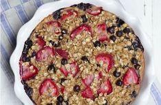 Clafoutis de flocons d'avoine aux fruits WW, un délicieux clafoutis léger, sans matière grasse, facile et parfait à faire pour le petit-déjeuner.