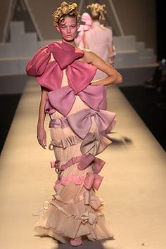 Viktor & Rolf Spring 2005 Ready-to-Wear Fashion Show: Complete Collection - Style.com