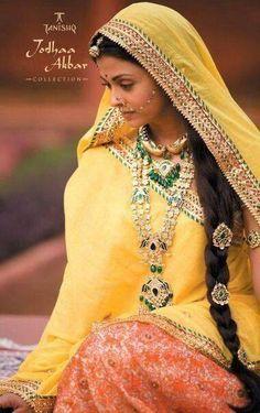 Aishwarya Rai in Jodhaa Akbar Aishwarya Rai Photo, Actress Aishwarya Rai, Aishwarya Rai Bachchan, Royal Dresses, Indian Dresses, Indian Skirt, Bollywood Stars, Aishwarya Rai Wedding Pictures, Indian Fashion