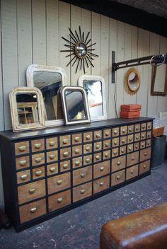 Ancien meuble de pharmacie - par le Marchand d'Oublis