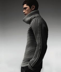 """Calvin Klein Collection Fall 2007 - I'm really liking the combo or either ribbed cowl or garter stitch knit 90 degrees to the neck. like the """"october sunrise"""" pattern Knitwear Fashion, Knit Fashion, Look Fashion, Winter Fashion, Mens Fashion, Grey Turtleneck, Calvin Klein Collection, Mens Style Guide, Well Dressed Men"""