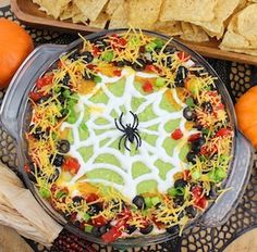 Scary good taco dip for your Halloween party! Scary good taco dip for your Halloween party! Spider Web Taco Dip By Sue Lau Halloween Snacks, Halloween Food For Adults, Creepy Halloween Food, Halloween Party Appetizers, Halloween Taco Dip, Halloween Ideas, Halloween 2017, Halloween Stuff, Halloween Buffet