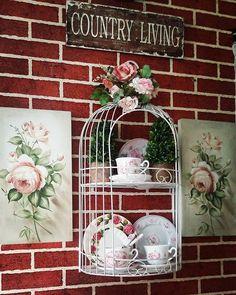 #walldecor #mydecostyle #livingroomdecor #artroses #rosescottage #cottageshabby #cottagehome #decovintage #vintagehome#vintagehomedecor