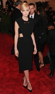 She can rock Balenciaga when she needs to look punk. | 22 Ways Carey Mulligan Has Evolved Into A Fashion Icon