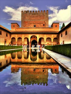 The Alhambra in Granada, Spain. I want to go there so bad! Perfect example of Arabian art in Spain.