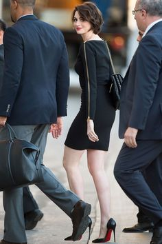 Anne Hathaway en little black dress   Galería de fotos 4 de 8   VOGUE