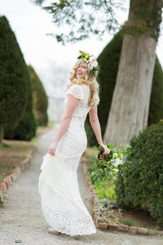 love this cut-out gown! | Rachel Moore #wedding