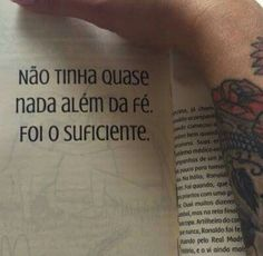 Portuguese Quotes, Because He Lives, Believe In God, God Is Good, Wisdom Quotes, Great Quotes, Sentences, Tattoo Quotes, Cards Against Humanity