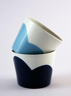 White with blue and blue. Porcelain cups and flower pots (spring/summer collection 2012 by Tereza Severýnová) www. Glass Dishes, Flower Pots, Flowers, Summer Collection, Easter 2015, Porcelain, Pottery, House Design, Tableware