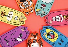 말랑말랑한 촉감의 동물케이스가 등장! #핸드폰케이스 #아이폰케이스 #케이스 #바보사랑 #실리콘케이스 Hug Illustration, Logo Desing, Mobile Accessories, Designer Toys, Character Drawing, Cat Toys, Cute Stickers, Illustrator, Stationery