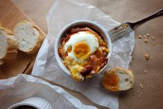 """Traditional English breakfast is a weighty stomach, a heavy and, above all, fatty dish. In the recipe the author's """"lean"""" version of the beans with ham and egg. It is delicious and much lighter than the original."""